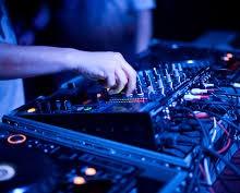 Yo voy a mezclar 2 canciónes como un DJ por 100 pesos.