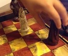 Yo voy a enseñarte a jugar ajedrez.